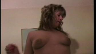 BBW does a strip then licks ass pt 2/2 -Sunshine