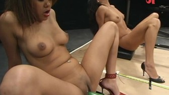 girls squirting giant loads on screwing machines