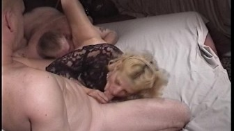 Amateur Sex Tape MILF Gets Spit Roasted - Kandi Peach