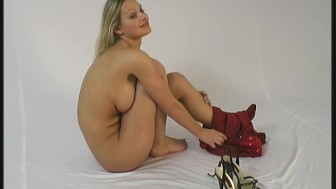 Busty Spandex Girl Sahra spreading pussy