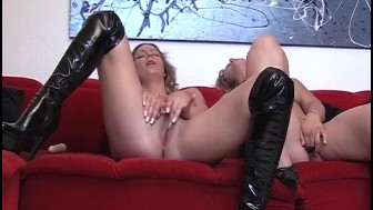 Two brunettes in hot action [CLIP]