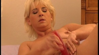 Blonde using dildo and fingers