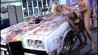 Blonde Bimbo fucked on super-hot Car