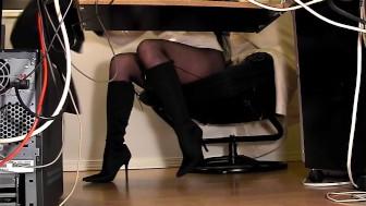 Hidden secretary cam
