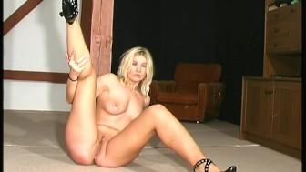 Busty babe in nylon spandex
