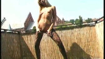Flexible Pornstar Sandy outdoor