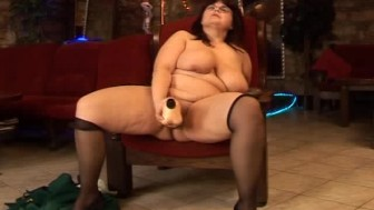 This big mama amateur mature loves hard dildo