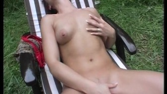 Brunette fingers her way to orgasm