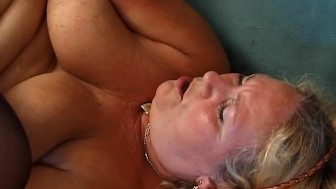 Old spunker fucks herself with a phone