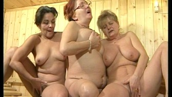 Mature ladies steaming up the steamroom