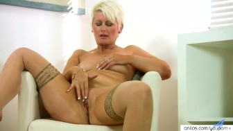 Blonde Housewife Finger Masturbation