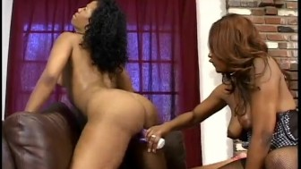 Black Lesbians Toying Pussy And Licking Toes