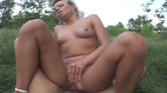 Afternoon fuck session in the woods