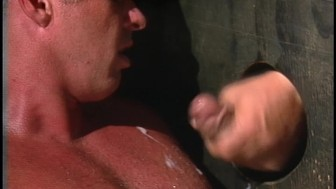 Big muscle bound stud sucks cock(clip)