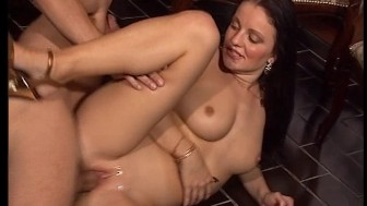 Cute young brunette fucks / Middle-aged women give a lesbian show