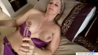Meet busty Tonya's orgasmic glass dick