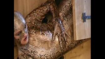 Snakewomen in spandex (clip)
