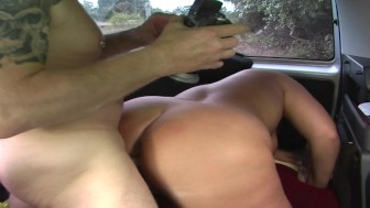 Chubby girl fucks older guy in backseat