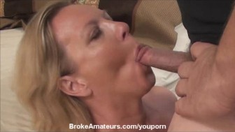 Real amateur MILF gets a facial