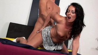 Darkhaired babe Jolly gets a cumshot