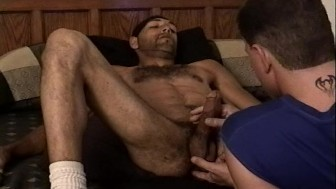Two horny guys get it on (CLIP)