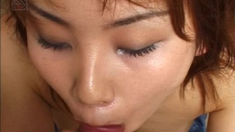 Asian babe gets on her knees