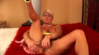 Mature Berna masturbates for you