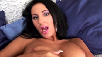 Pretty Lavinia shows us how she gets off