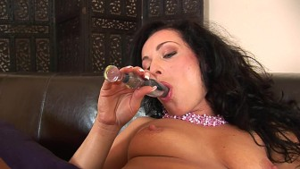 Hot mom Jolly masturbating
