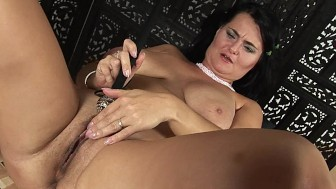 Reny makes herself cum - CzechSuperStars