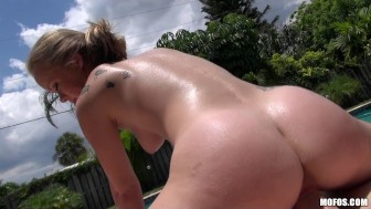 BLONDE BUSTY YOUNG COLLEGE TEEN GIRLFRIEND CAUGHT