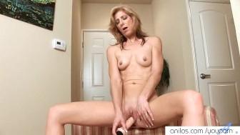 Mature milf quivering orgasm