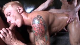 GayRoom To Hot in the Sauna