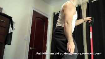 Young Cumming muscle stud!