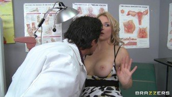 Hot big-tit blonde slut MILF patient fucks doctor's dick in clinic