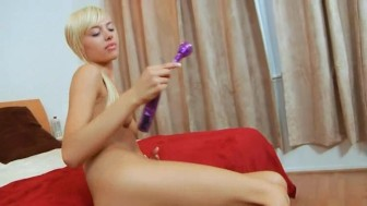 luxury blonde Emma rubbing the clit