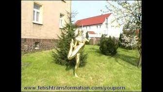 Flexible golden bodypainted Jenny