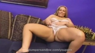 Chubby MILF from PlumpersAndBW pussy sprinkled with cum