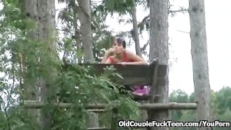 Threesome face-sitting picnic