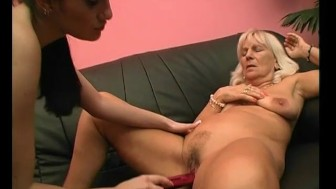 Sexy Granny Gets Eaten Out - Julia Reaves