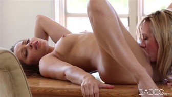 Cute & playful blonde Brett Rossi seduces her brunette girlfriend
