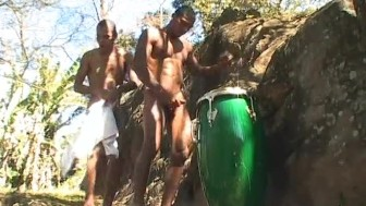 Two young musicians take a break to fuck in the forest - The French Connection