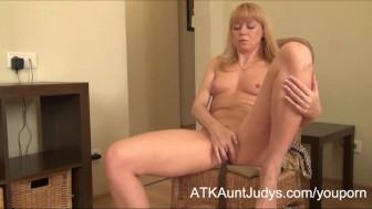 Over 40 Milf Natalia takes off her fishnets!