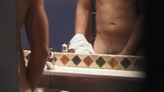 Muscled jock caught jerking off at a hotel - XP Videos