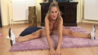 hot flexible big breast babe