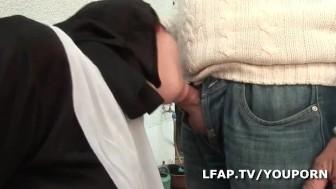 Papy baise la Bonne Soeur avec un pote