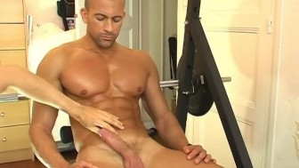 Breno, a very sexy hunk guy serviced, get wanked his huge cock in spite of him !