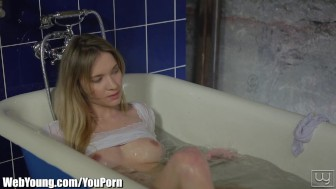 Webyoung Angel Piaff Solo Bathtub Playtime