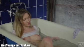 Webyoung Angel Piaff Solo Bathtub Playtime