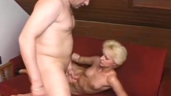 Mature couple fuck in the attic - Telsev